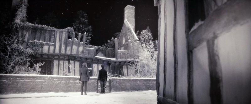 Où habitait Harry lorsque ses parents étaient vivants ?