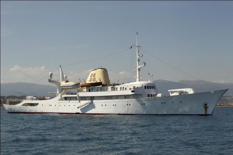 """O - Le célèbre armateur grec """"Onassis"""" fut l'époux de la cantatrice grecque Maria Callas."""