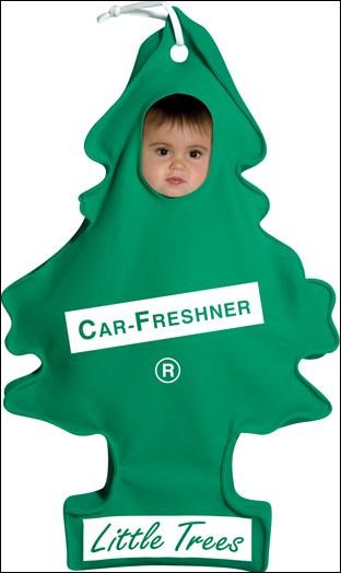 On commence avec cet enfant mignon déguisé en :