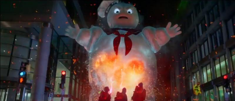 Quel est le nom de la force maléfique qui veut détruire la ville dans le premier film ?
