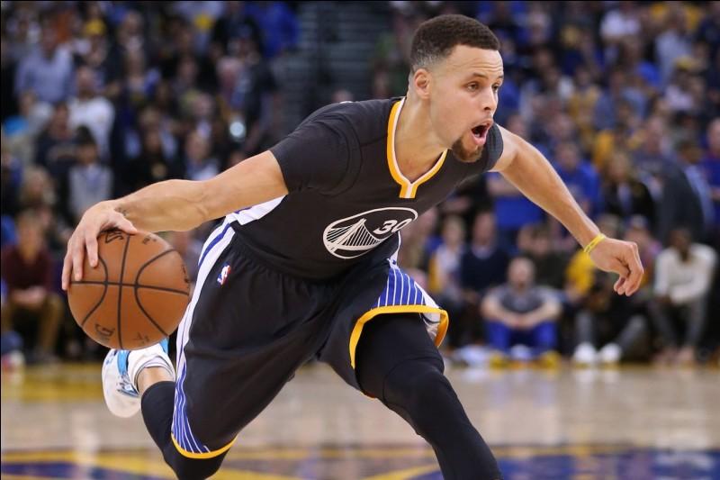 Dans quelle équipe joue Stephen Curry ?