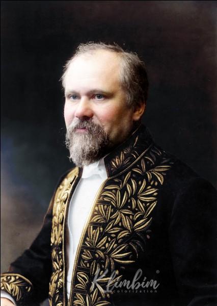 Président de la troisième République, j'ai été le président tout au long de la Première Guerre mondiale. Après mon septennat, j'ai été à deux reprises président du conseil. Qui suis-je ?