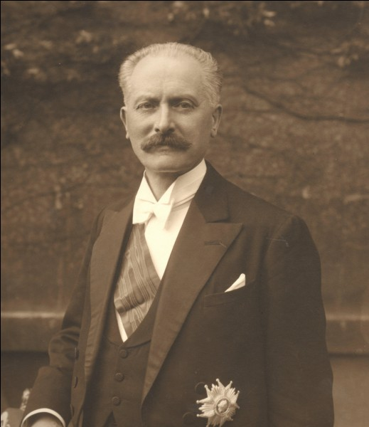 Unique président de la troisième République à être né sous ce régime, il est démis de ses fonctions en 1940 par l'Assemblée Nationale. Qui est-il ?