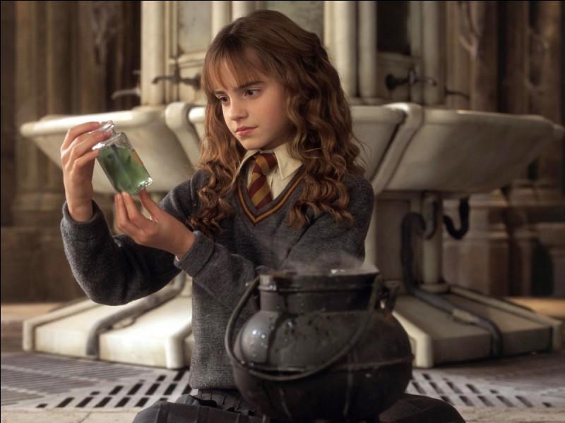 En quoi se transforme Hermione lorsqu'elle boit du Polynectar ?