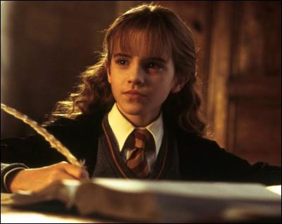 Quelle est la réaction d'Hermione quand celle-ci apprend que les examens de fin d'année sont annulés ?