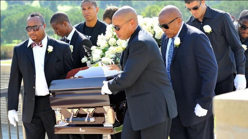 A qui est ce cercueil ?