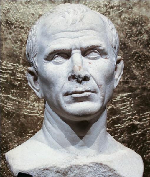 En 52 avant J-C à Alesia à quel chef romain, Vercingétorix s'est-il rendu ?