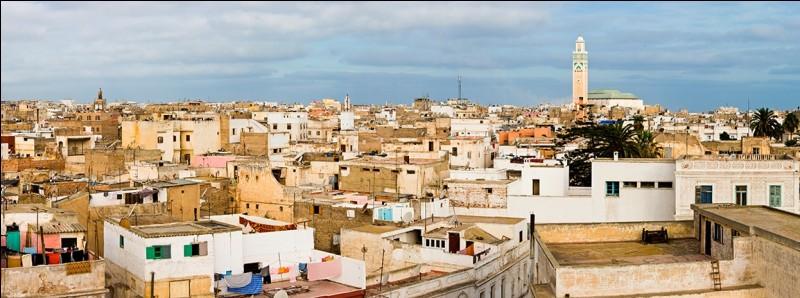 Cette chanson autobiographique fait référence à la ville marocaine où Alain Souchon est né en 1945.