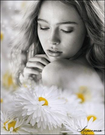 """Qui chantait """"je paierais cher pour revivre un seul instant, le temps du bonheur à l'ombre d'une fille en fleur"""" ?"""