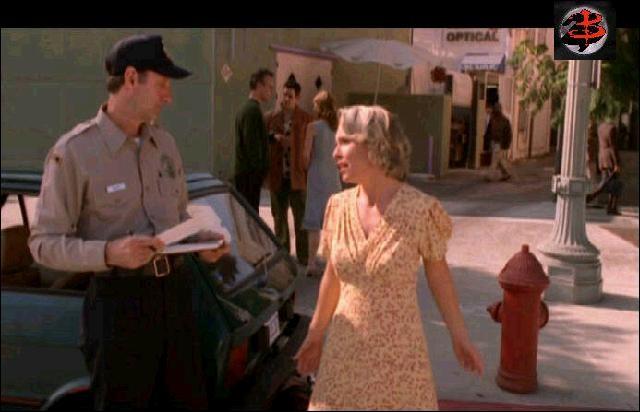 ''Le Ticket de parking'' : Pourquoi cette femme chante-t-elle cette chanson au policier ?