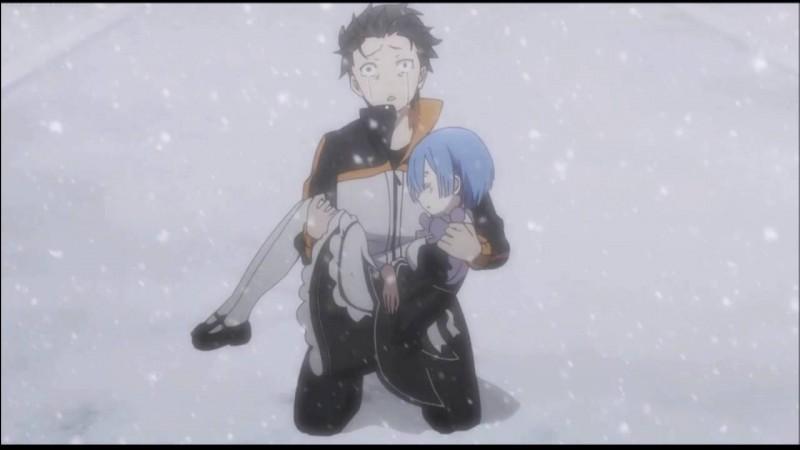 Dans ce manga, le héros a le pouvoir de la mort réversible, donc il revient tout le temps à un checkpoint lorsqu'il meurt. Là, ce n'est pas lui qui décède, mais cette jeune maid aux cheveux bleus. Qui est-elle ?