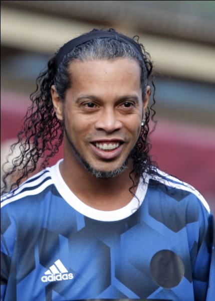 Celle de Ronaldinho est...