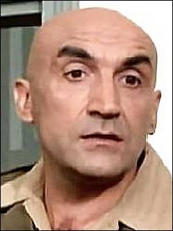 Si le rôle de sergent des Charlots l'a rendu célèbre dans les années 70, il fut un acteur fétiche de Bernard Borderie ou d'André Hunebelle, c'est ?