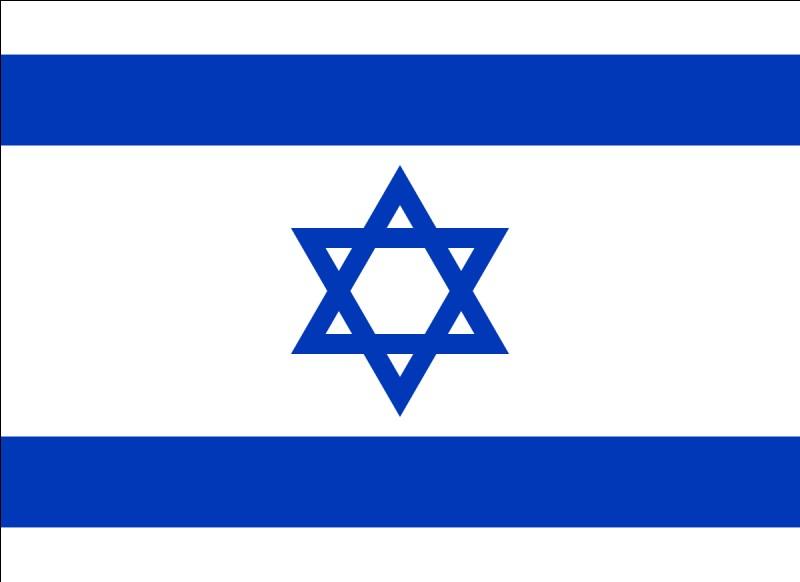 Quand sa famille et lui emménagent en Israël, quel âge a-t-il ?