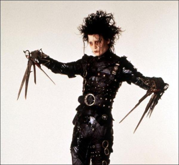 """Johnny Depp + __________ = """"Edward aux mains d'argent"""""""