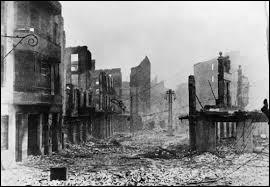 Quelle ville espagnole a été bombardée par Hitler et Mussolini le 26 avril 1937 ?