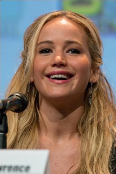 """Elle est connue pour avoir joué le rôle de """"Katniss Everdeen"""" dans Hunger Games :"""