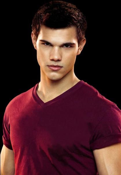 """Il est connu pour avoir joué le rôle de """"Jacob Black"""" dans Twilight :"""