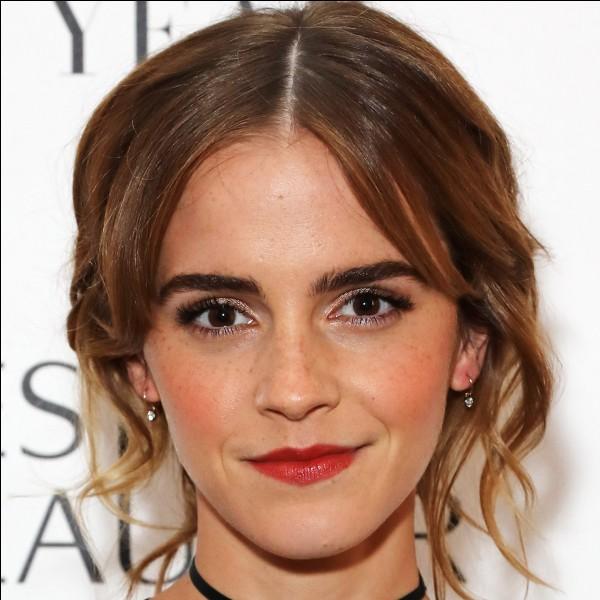 """Elle est connue pour avoir joué le rôle de """"Hermione Granger"""" dans Harry Potter :"""
