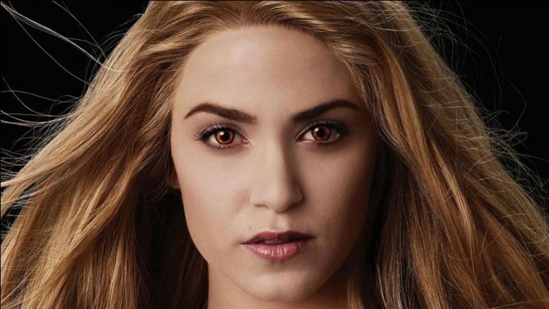 """Elle est connue pour avoir joué le rôle de """"Rosalie Hale"""" dans Twilight :"""
