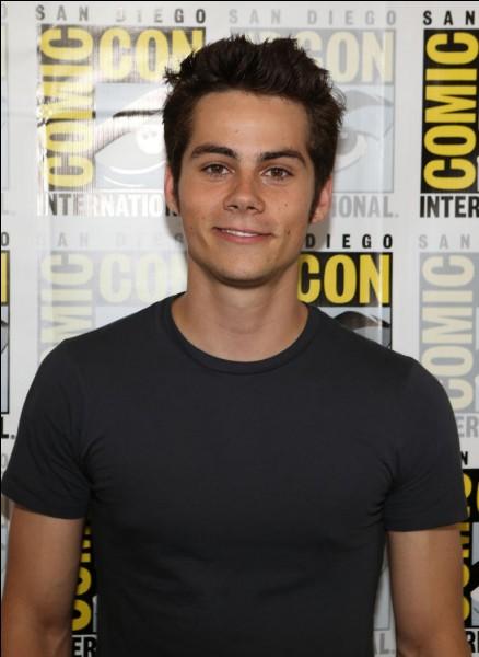 """Il est connu pour avoir joué le rôle de """"Stiles Stilinski"""" dans la série Teen Wolf :"""