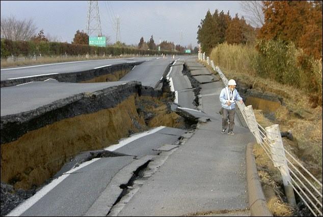 Les séismes : Le lieu de rupture des roches en profondeur se nomme...