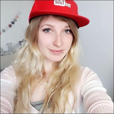Quand a-t-elle commencé à mettre des vidéos sur YouTube ?