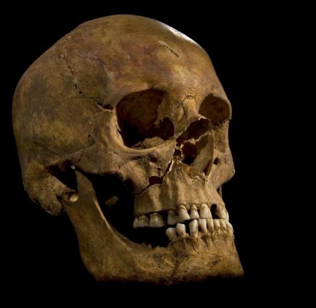 Quelle est la ville qui a été un important sanctuaire où étaient vénérées des reliques de crâne ?