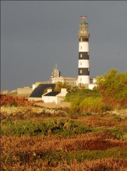 Quel département n'est pas à côté du Finistère ?
