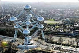 Beaucoup d'institutions européennes ont leur siège dans cette capitale.