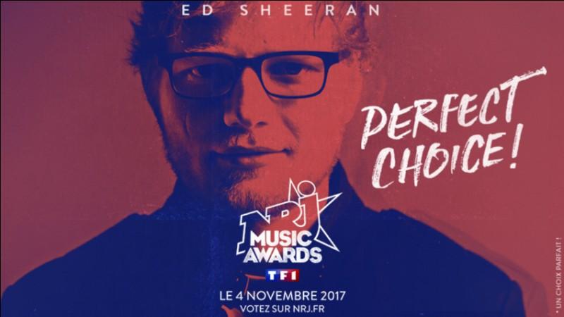 Ed Sheeran est le premier à se produire sur la scène. Quelle chanson interprète-t-il au début de la cérémonie ?