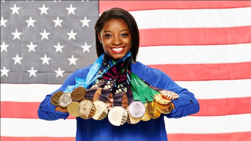 Cette gymnaste s'appelle Simone Biles