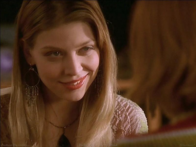 Quelle actrice joue le rôle de Tara ?