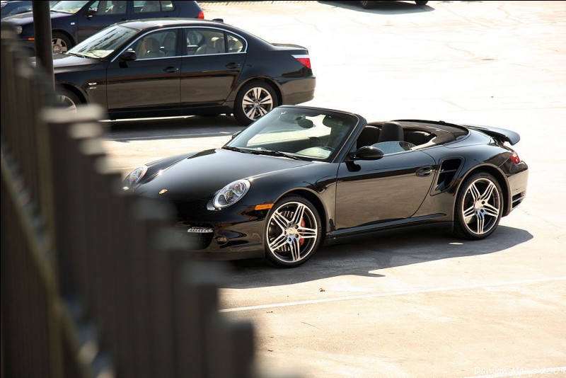 Cette Porsche 911 cabriolet est une...