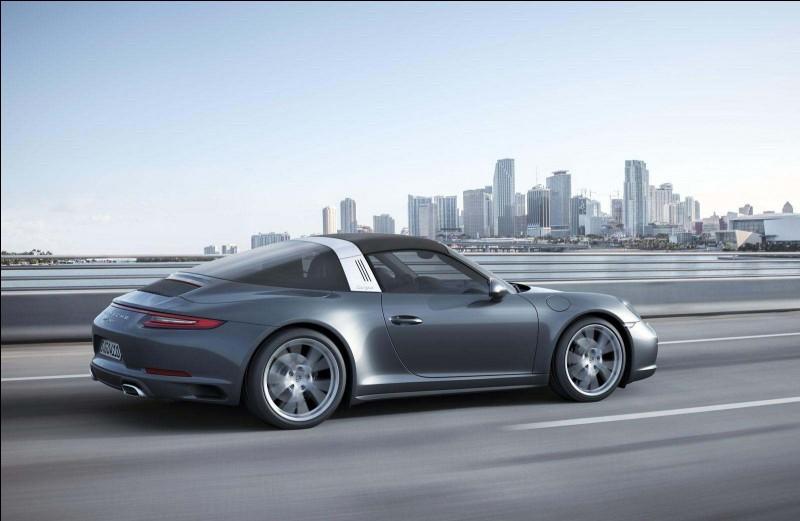 Cette Porsche 911 est une...