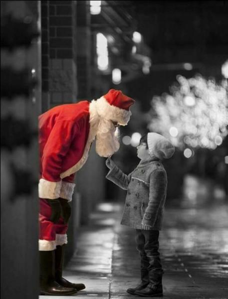 """Qui fut l'interprète de la chanson mythique """"Petit Papa Noël"""" ?"""