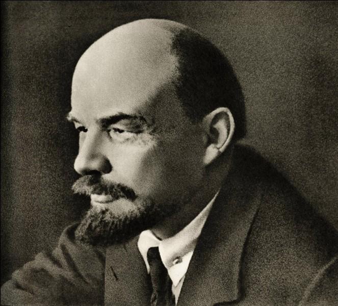 En quelle année Lénine décéda-t-il ?