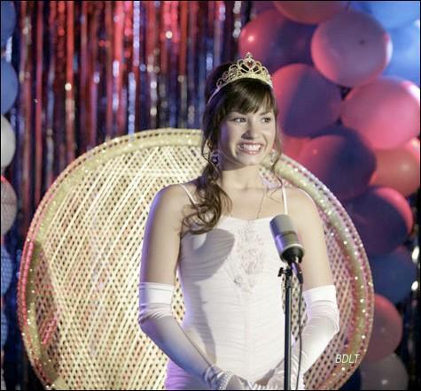 Quel titre Demi interprête dans le Disney Original Movie : Princess protection program ?