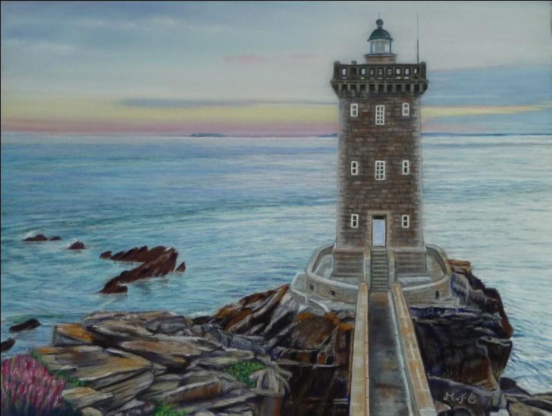 Quel est ce phare qui se trouve au Conquet ?