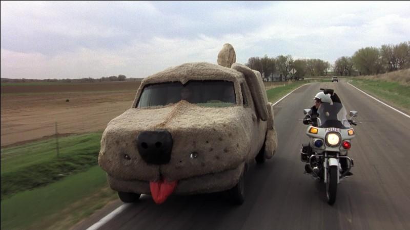 Quel est le constructeur du van dans ''Dumb and Dumber'' ?