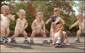 Pour quelle marque d'eau minérale célèbre ces bébés font-ils de la publicité ?