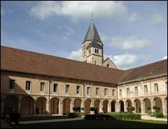 V comme vêpres. A quel moment de la journée se placent les vêpres dans la liturgie monastique ?