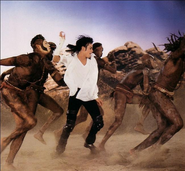 """Michael Jackson a chanté """"Black Or White""""."""