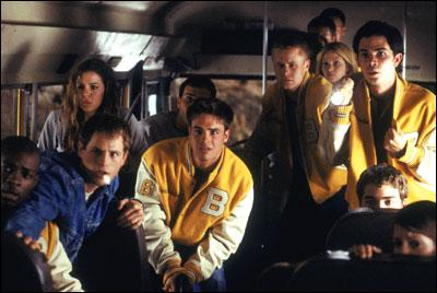 Combien le Creeper choisit-il de jeunes parmis les passager du bus?