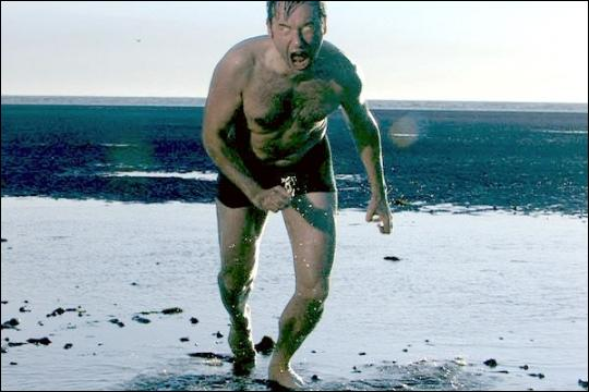 Dans quel film françai une entité maléfique passe de corps en corps?