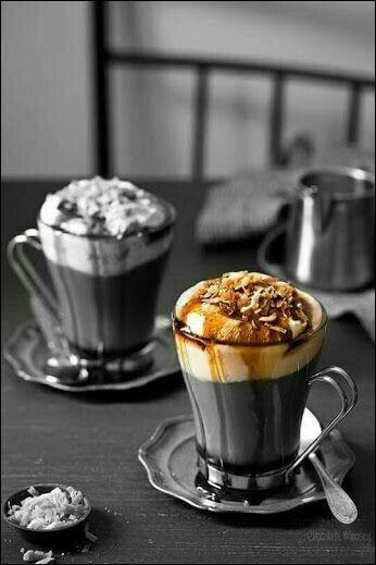 Comment nomme-t-on le café froid agrémenté d'une boule de glace surmontée de chantilly ?