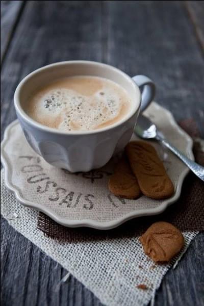 De quel fruit, un café expresso auquel on rajoute un peu de mousse de lait, prend-il le nom ?