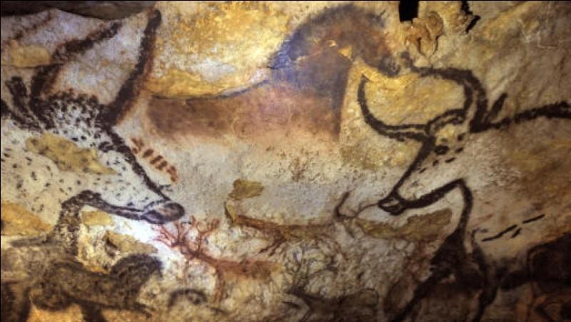 Quelle grotte a été découverte le 12 septembre 1940 ?