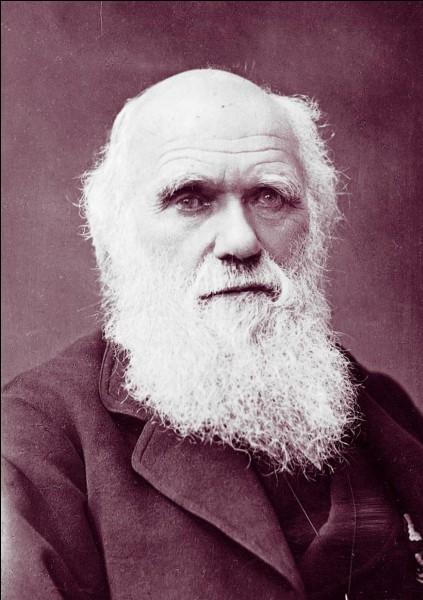 """En 1859, qui a mis à jour dans l'ouvrage """"De l'origine des espèces"""" le procédé de """"sélection naturelle"""" ?"""