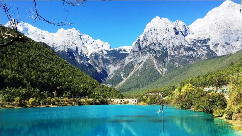 Poursuivons vers l'est et nous voici dans la Province du Yunnan. De quel pays fait-elle partie ?